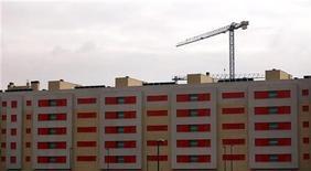 <p>Cécile Duflot, la ministre du Logement, se dit hostile au relèvement du taux de TVA sur le logement social prévu en 2014, estimant qu'il empêcherait le mouvement HLM d'atteindre les objectifs de construction fixés par François Hollande. /Photo prise le 21 novembre 2012/REUTERS/Sergio Perez</p>
