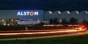 <p>Alstom a remporté mercredi en Afrique du Sud un appel d'offres de 5,8 milliards de dollars (4,44 milliards d'euros) portant sur la livraisons de trains de voyageurs sur une période de dix ans. /Photo d'archives/REUTERS/Arnd Wiegmann</p>