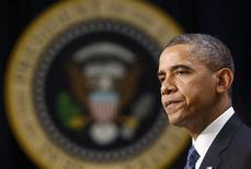 <p>Imagen del presidente de Estados Unidos, Barack Obama, dando un discurso en la Casa Blanca en Washington, nov 28 2012. Obama renovará el impulso a su plan de elevar impuestos a los estadounidenses más ricos para evitar un colapso fiscal e instará a un alza en el límite de endeudamiento de la nación en un discurso el miércoles frente a un grupo de empresarios, dijo un funcionario de la Casa Blanca. REUTERS/Kevin Lamarque</p>