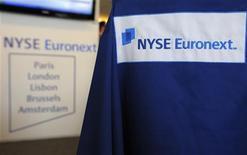 <p>NYSE Euronext compte lancer au premier trimestre 2013 une Bourse dédiée aux petites et moyennes entreprises (PME) et aux entreprises de taille intermédiaire (ETI), afin de redynamiser le financement de ces entrprises notamment en améliorant la liquidité des titres. /Photo d'archives/REUTERS/Philippe Wojazer</p>