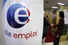 <p>Le taux de chômage en France au sens du Bureau international du Travail (BIT) a augmenté de 0,1 point au troisième trimestre à 9,9% en métropole (10,3% en incluant les départements d'outre-mer). /Photo d'archives/REUTERS/Eric Gaillard</p>