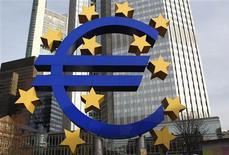 <p>La Banque centrale européenne (BCE) ne touchera sans doute pas aux taux jeudi, à l'issue de sa réunion mensuelle de politique monétaire, mais elle pourrait donner des indices sur ce que sera cette même politique l'an prochain. /Photo d'archives/REUTERS/Alex Domanski</p>