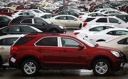 <p>Les ventes de voitures neuves ont augmenté de 11,3% en Grande-Bretagne au mois de novembre. Sur 11 mois, le marché britannique affiche une hausse de 5,4%. /Photo prise le 1er juin 2012:REUTERS/Mark Blinch</p>