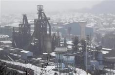 <p>Site ArcelorMittal de Hayange-Florange. Le projet Ulcos de stockage du CO2 sur le site sidérurgique de Florange n'est pas abandonné à long terme malgré le retrait de la candidature d'ArcelorMittal d'un premier appel d'offres, a déclaré jeudi le géant mondial de l'acier. /Photo prise le 3 décembre 2012/REUTERS/Vincent Kessler</p>