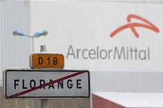 <p>Le gouvernement français assure que le projet Ulcos de stockage du CO2 sur le site sidérurgique de Florange verra bien le jour malgré le retrait de la candidature d'ArcelorMittal d'un premier appel d'offres européen. /Photo prise le 3 décembre 2012/REUTERS/Vincent Kessler</p>