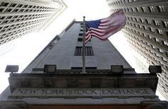 <p>Wall Street a débuté sur une note stable jeudi, dans un marché où la tendance reste dictée par l'avancée des négociations budgétaires entre la Maison Blanche et les parlementaires. Dans les premiers échanges, le Dow Jones gagne 0,11%, le S&P-500 est stables (+0,05%), tout comme le Nasdaq Composite (-0,02%). /Photo prise le 19 novembre 2012/REUTERS/Chip East</p>