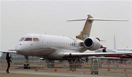<p>Le Global 6000 de Bombardier lors du salon de l'aéronautique de Zhuhai en Chine. Bombardier a annoncé jeudi que Delta Air Lines avait placé une commande ferme pour 40 avions NextGen ainsi qu'une option portant sur 30 appareils supplémentaires, pour un montant global de 3,29 milliards de dollars (2,51 milliards d'euros) sur la base des prix catalogue. /Photo prise le 12 novembre 2012/REUTERS/Bobby Yip</p>