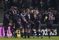 <p>Les Girondins de Bordeaux ont conclu leur phase de groupes de Ligue Europa en beauté en battant jeudi Newcastle (2-0) et en s'assurant du même coup de la première place de leur poule. /Photo prise le 6 décembre 2012/REUTERS/Régis Duvignau</p>