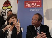 <p>Philippe Kemel avec Martine Aubry lors de la campagne pour les législatives à Hénin-Beaumont. Le Conseil constitutionnel a confirmé vendredi l'élection dans la 11e circonscription du Pas-de-Calais du socialiste Philippe Kemel face à Marine Le Pen, la présidente du Front national, lors du scrutin législatif du 17 juin dernier. /Photo prise le 31 mai 2012/REUTERS/Pascal Rossignol</p>