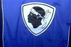 <p>La commission de discipline de la Ligue de football professionnel a sanctionné jeudi le SC Bastia d'un match à huis clos après les débordements qui ont lieu fin octobre lors du derby corse contre Ajaccio. /Photo d'archives/REUTERS/Pierre Murati</p>
