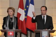 <p>Après un entretien avec la présidente de la Confédération suisse, Eveline Widmer-Schlumpf, François Hollande a prévenu qu'il n'y aurait pas d'amnistie fiscale dans le cadre d'un possible accord sur le secret bancaire avec la Suisse. /Photo prise le 7 décembre 2012/REUTERS/Philippe Wojazer</p>