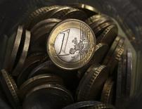<p>La Pologne pourrait adopter l'euro dès 2016, a déclaré le conseiller du président samedi, encourageant le gouvernement à prendre de nouvelles mesures pour préparer le pays à rejoindre l'union monétaire. /Photo d'archives/REUTERS/Kacper Pempel</p>