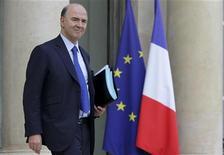 """<p>L'année 2013 sera """"très difficile"""" pour l'économie française mais la politique du gouvernement peut conduire à """"une véritable reprise en 2014"""", déclare Pierre Moscovici dans une interview au Journal du Dimanche. /Photo prise le 28 novembre 2012/REUTERS/Philippe Wojazer</p>"""