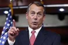 """<p>John Boehner, le président républicain de la Chambre des représentants, se serait dit prêt à accepter une hausse des impôts sur les plus hauts revenus en échange d'une réduction importante des dépenses sociales afin de débloquer les négociations sur le """"mur budgétaire"""" aux Etats-Unis. Mais Barack Obama ne serait pas disposé à accepter cette offre. /Photo prise la 13 décembre 2012/REUTERS/Kevin Lamarque</p>"""