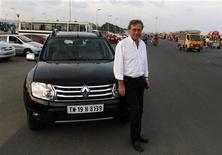 <p>Gérard Detourbet, le Monsieur low cost de Renault, à Chennai dans le sud de l'Inde. A 66 ans, cet inconnu du grand public est l'artisan de la réussite de Renault dans les véhicules à bas coûts, où le groupe réalise ses plus fortes marges et environ un tiers de ses ventes. Il a quitté début 2012 Boulogne-Billancourt pour prendre ses quartiers à Chennai, où il travaille avec Nissan à la mise au point d'un petit véhicule à moins de 5.000 euros. /Photo prise le 15 décembre 2012/REUTERS/Babu</p>