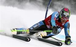 <p>Ted Ligety a remporté le slalom géant de Coupe du monde de ski disputé dimanche à Alta Badia dans les Dolomites italiennes. /Photo prise le 16 décembre 2012/REUTERS/Stefano Rellandini</p>