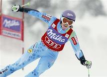 <p>La Slovène Tina Maze a réussi dimanche le meilleur temps de la première manche du slalom géant de la Coupe du monde de ski de Courchevel avec 63 centièmes d'avance sur la Française Tessa Worley. /Photo prise le 16 décembre 2012/REUTERS/Robert Pratta</p>