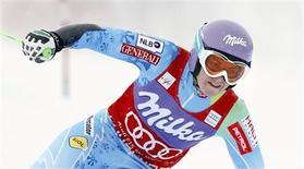 <p>Tina Maze a remporté dimanche le slalom géant féminin de la Coupe du monde de ski disputé à Courchevel. /Photo prise le 16 décembre 2012/REUTERS/Robert Pratta</p>