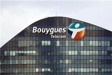 """<p>Bouygues à suivre à la Bourse de Paris. Sa filiale en télécommunications se dit """"très confiante"""" dans l'obtention, début 2013, d'une autorisation des pouvoirs publics et du régulateur français lui permettant de lancer le très haut débit mobile (4G) à partir de la bande de fréquence de 1.800 MHz. /Photo prise le 29 août 2012/REUTERS/Charles Platiau</p>"""