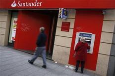 <p>Les autorités de marché espagnoles annoncent lundi la suspension de la cotation des actions de la banque espagnole Santander et de celles de sa filiale Banesto. /Photo d'archives/REUTERS/Susana Vera</p>