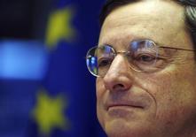 <p>Le président de la Banque centrale européenne (BCE), Mario Draghi, a salué lundi l'accord sur l'union bancaire qui, selon lui, contribuera à restaurer la confiance dans le secteur bancaire de la zone euro. /Photo prise le 17 décembre 2012/REUTERS/Laurent Dubrule</p>