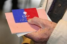 <p>Jean-François Copé et François Fillon ont annoncé lundi soir un accord en vue d'une nouvelle élection à la présidence de l'UMP au plus tard avant le 1er octobre 2013. /Photo prise le 18 novembre 2012/REUTERS/Benoît Tessier</p>