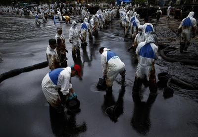 Oil spill hits Thai resort