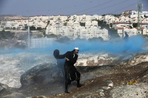 Clashes over Jewish grave