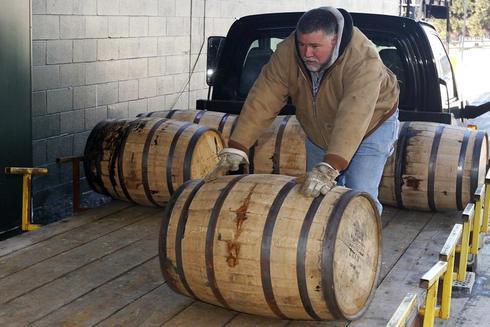 Distilling Kentucky bourbon