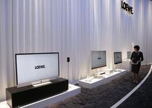 Le fabricant allemand de téléviseurs haut de gamme Loewe, actuellement en dépôt de bilan, s'est mis en quête de nouveaux investisseurs susceptibles d'assurer la pérennité de l'entreprise après qu'un accord conclu il y a plus d'un mois a tourné court. /Photo d'archives/REUTERS/Tobias Schwarz