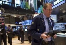 Wall Street débute en légère hausse mercredi, dans un marché soutenu par quelques bons résultats, notamment dans la grande distribution. L'indice Dow Jones gagne 0,16% dans les premiers échanges, le Standard & Poor's 500 progresse de 0,14% et le Nasdaq Composite prend 0,32%. /Photo prise le 24 février 2014/REUTERS/Brendan McDermid