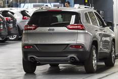 Jeep, filiale du groupe Fiat-Chrysler, a bon espoir de vendre un million d'unités cette année. La première Jeep de fabrication italienne est présentée cette semaine en Suisse, au salon de l'automobile de Genève. /Photo prise le 18 juillet 2013/REUTERS/James Fassinger