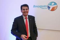 Le patron de Bouygues Telecom, Olivier Roussat. Selon deux sources au fait du dossier, Bouygues prévoit de soumettre mercredi à Vivendi une offre de rachat pour sa filiale télécoms SFR prévoyant des garanties sur l'emploi et l'investissement ainsi que des concessions en matière de concurrence. /Photo prise le 3 février 2014/REUTERS/Charles Platiau