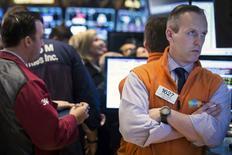 Le Dow Jones a gagné 0,19%, à 16.452,72,  vendredi à la clôture  des marchés américains, tandis que le Nasdaq a reculé de 0,37%, à  4.336,22, des chiffres susceptibles d'évoluer encore légèrement. /Photo prise le 7 mars 2014/REUTERS/Brendan McDermid