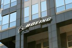 Boeing sera une des valeurs à suivre à Wall Street mercredi, après l'annonce par la compagnie aérienne indienne à bas tarifs SpiceJet de la commande de 42 Boeing 737 MAX pour 4,4 milliards de dollars (3,2 milliards d'euros) au prix catalogue. /Photo d'archives/REUTERS
