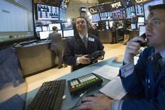 Wall Street a ouvert dans le rouge mercredi, engageant le S&P 500 dans sa troisième séance de baisse d'affilée, dans un climat d'inquiétudes croissantes sur la vigueur de l'économie chinoise. Le Dow Jones perd 0,39% dans les premiers échanges, le Standard & Poor's 500 recule de 0,47% et le Nasdaq Composite cède 0,47%.  /Photo prise le 5 mars 2014/REUTERS/Brendan McDermid