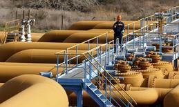 La demande mondiale de pétrole devrait augmenter cette année davantage qu'initialement attendu, selon l'Organisation des pays producteurs et exportateurs de pétrole (Opep), qui a relevé ses prévisions pour le deuxième mois de suite au vu d'une accélération de la reprise en Europe et aux Etats-Unis. /Photo prise le 19 février 2014/REUTERS/Umit Bektas