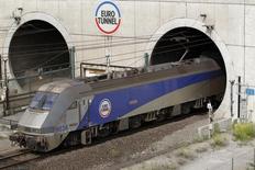 Vingt ans après l'inauguration du tunnel sous la Manche, son exploitant, Eurotunnel, a annoncé jeudi être pour la première fois confiant dans son avenir avec des objectifs renforcés de rentabilité, récoltant les fruits d'une fréquentation record et de son activité de fret ferroviaire. /Photo d'archives/REUTERS/Pascal Rossignol