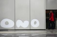 Les actionnaires d'Ono ont approuvé jeudi le principe d'une introduction en bourse pour le câblo-opérateur espagnol, dont le conseil d'administration continue d'étudier une offre de rachat de Vodafone, selon deux sources proches du dossier. /Photo prise le 12 février 2014/REUTERS/Sergio Perez