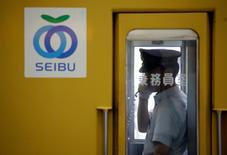 Seibu Holdings, le conglomérat japonais présent dans de nombreux services, a reçu mercredi le feu vert des autorités boursières pour un retour en Bourse le 23 avril, à l'occasion de ce qui devrait être l'une des plus importantes introductions de l'année à Tokyo. /Photo d'archives/REUTERS/Issei Kato