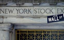 Wall Street a ouvert en petite baisse mercredi, les investisseurs jouant la carte de la prudence dans l'attente de la publication de la décision de politique monétaire de la Fed. L'indice Dow Jones perd 0,03%, le Standard & Poor's 500 0,04% et le Nasdaq Composite 0,11% en début de cotation. /Photo d'archives/REUTERS/Brendan Mcdermid