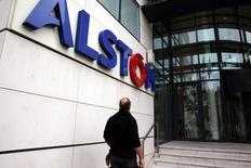 Alstom acoopère avec la justice américaine dans le cadre d'une enquête sur des soupçons de corruption, et estime prématuré de prévoir quel montant pourrait représenter un éventuel accord. /Photo d'archives/REUTERS/Philippe Wojazer