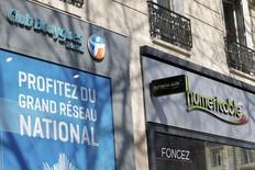 L'Autorité des marchés financiers a rappelé vendredi à l'ordre les parties impliquées dans le rachat de l'opérateur mobile SFR en leur demandant de respecter les règles de communication financière. /Photo prise le 7 mars 2014/REUTERS/Charles Platiau