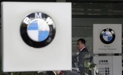 BMW annonce mercredi le rappel de 232.000 voitures importées et produites localement en Chine et décidera ultérieurement si des rappels s'imposent également dans d'autres pays. /Photo d'archives/REUTERS