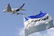 Airbus a été distancé par Boeing au premier trimestre dans la bataille des commandes, avec 103 commandes nettes sur les trois mois à fin mars pour l'avionneur européen contre 235 pour son concurrent américain. /Photo d'archives/REUTERS/Gonzalo Fuentes