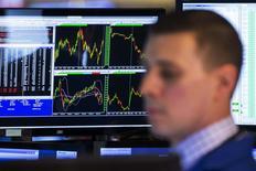 Wall Street a terminé en baisse vendredi, plombée par des prises de bénéfices, qui ont plus qu'effacé des gains initiaux favorisés par un rapport sur l'emploi au mois de mars rassurant sur la solidité de la reprise américaine. Le Dow Jones a perdu 0,96%, le S&P-500 1,25 % et le Nasdaq Composite 2,60 %. /Photo prise le 4 avril 2014/REUTERS/Lucas Jackson