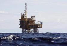 Le groupe d'ingénierie suédois Alfa Laval a annoncé lundi avoir conclu un accord pour le rachat du groupe norvégien Frank Mohn, spécialiste du pompage en mer, pour 13 milliards de couronnes norvégiennes (1,58 milliard d'euros) en trésorerie, afin de renforcer son activité de gaz et de pétrole offshore. /Photo d'archives/REUTERS/Gustau Nacarino