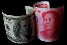 """Les Etats-Unis ont dit lundi à la Chine que la dépréciation du yuan observée ces derniers temps pouvait être source de """"graves préoccupations"""" si cette tendance reflétait un relâchement dans le volonté de Pékin de faire de la monnaie une devise pleinement convertible d'ici 2015. /Photo d'archives/REUTERS/Petar Kujundzic"""