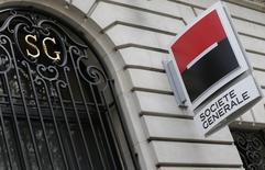 Société Générale est l'une des valeurs à suivre à la Bourse de Paris après son annonce vendredi de l'acquisition de la participation de 7% du groupe Interros dans Rosbank, une transaction qui permet à la banque française de contrôler 99,4% de sa filiale russe. /Photo d'archives/REUTERS/ Jacky Naegelen