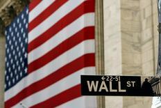 Wall Street a commencé la semaine en hausse après la publication par Citigroup de résultats meilleurs que prévu et un nouvel indicateur confirmant la reprise de l'économie américaine. L'indice Dow Jones gagne 0,34% dans les premiers échanges, le Standard & Poor's 500, plus large, progresse de 0,47% et le Nasdaq Composite prend 0,96%. /Photo d'archives/REUTERS/Lucas Jackson